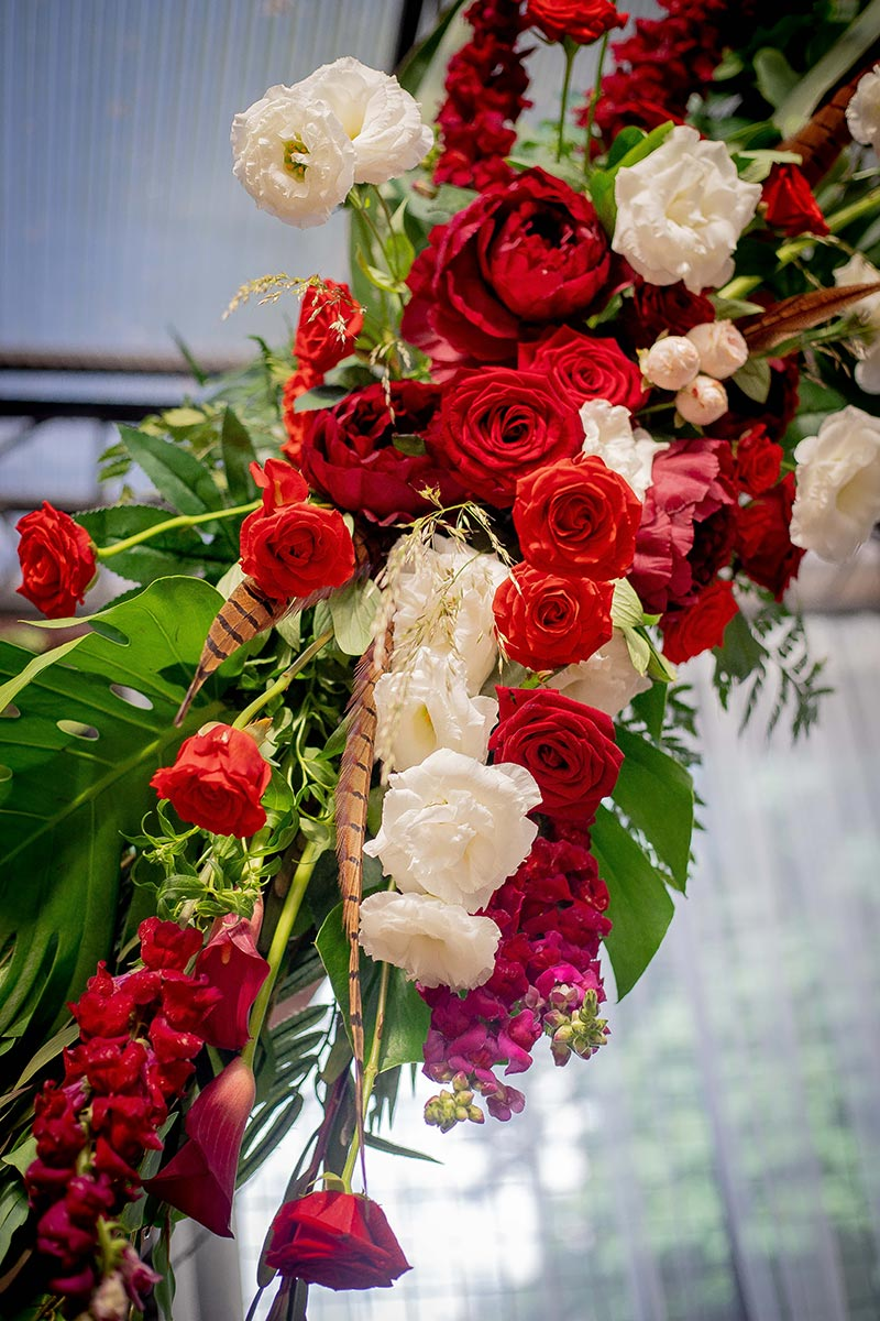 Цветочная композиция для арки на выездной церемонии