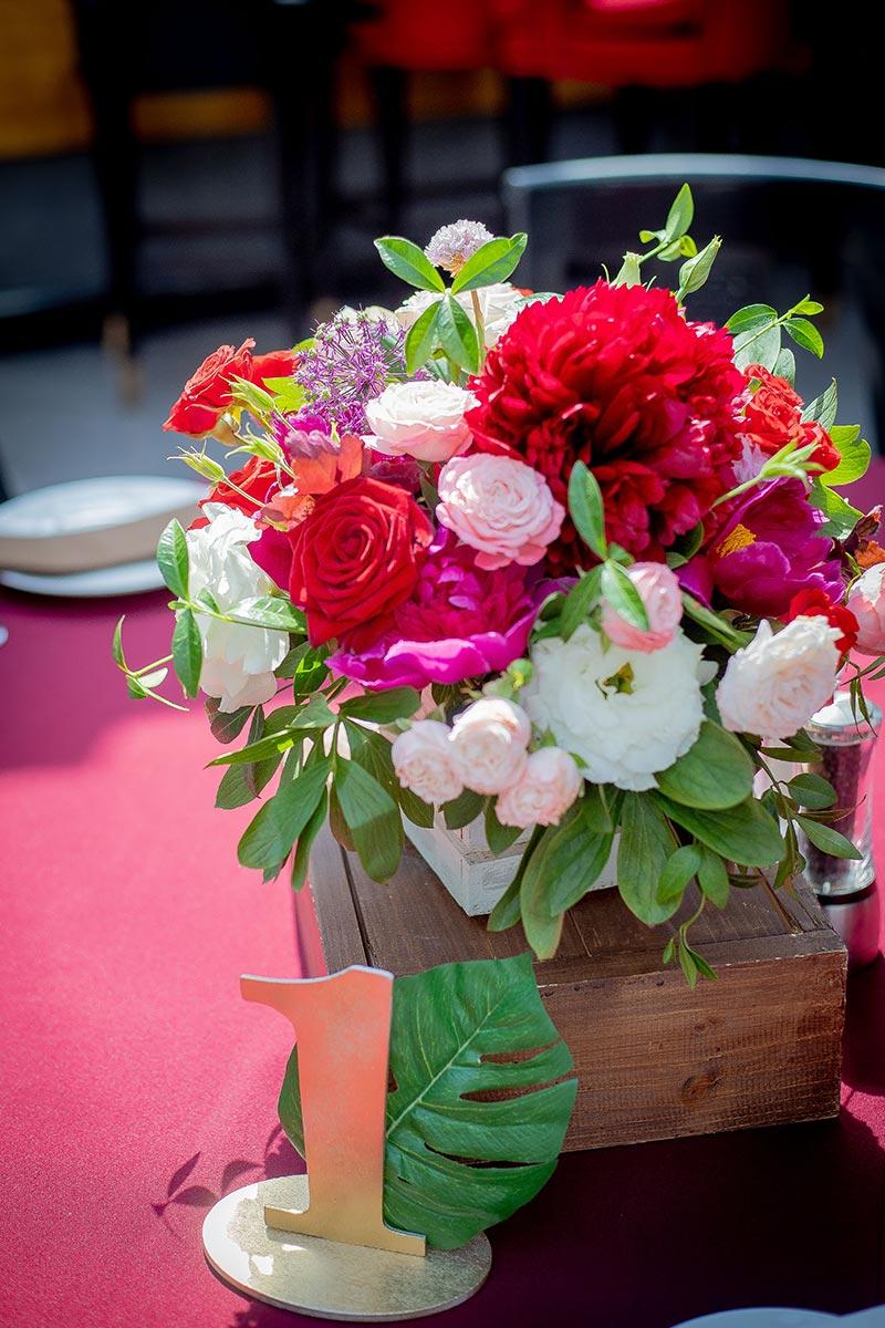 Украшение стола для гостей на свадьбе